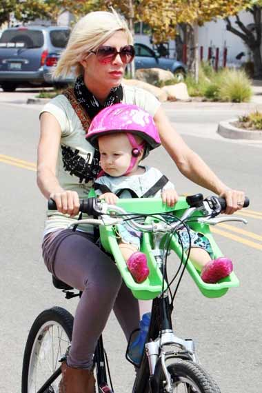 Tori Spelling - Celebrities Cycling