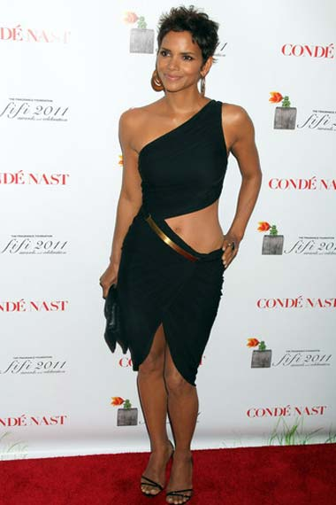 Halle Berry posing at the Red carpet arrival