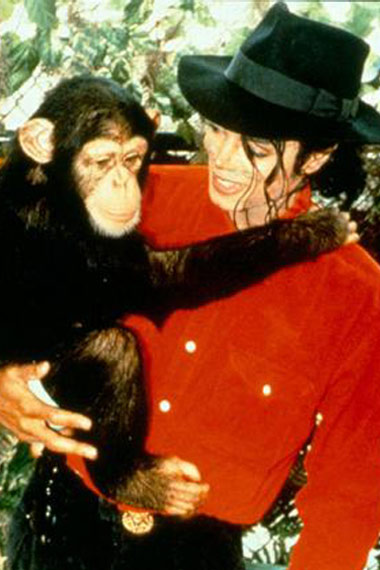 michael-jackson-with-chimp-bubble