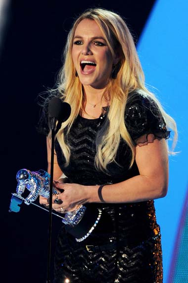 Britey Spears receiving moonman
