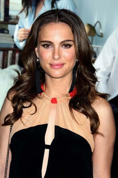 natalie portman fashion style. Natalie Portman loose curls