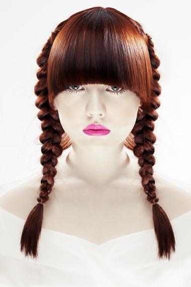 Сделав модную прическу с косичками, вы удобно соберете волосы и непременно прослывете стильной девушкой.