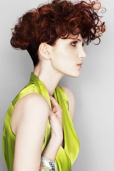 short curly hairdo has more benefits to give aside from