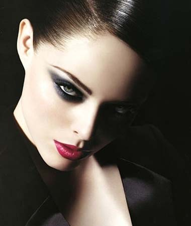seductive eye makeup. Smokey eyes Make-up Quickly