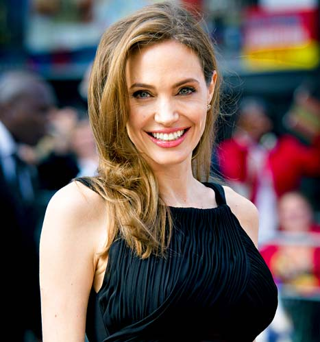 Angelina Jolie to Be Awarded Humanitarian Oscar at 2013