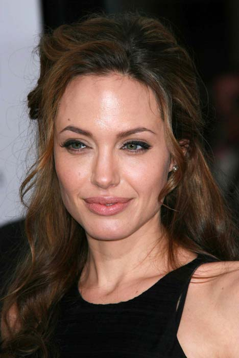 Angelina Jolie's Aunt loses Battle Against Breast Cancer