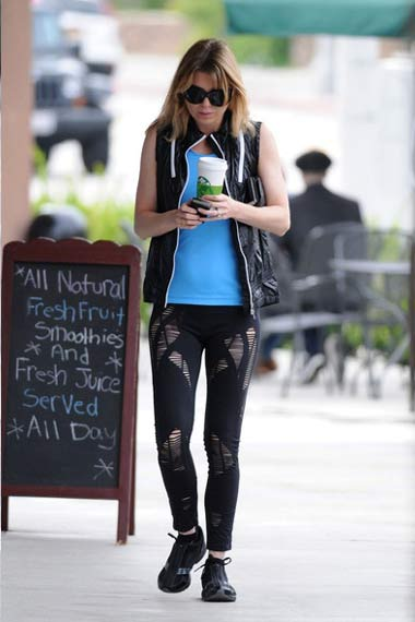 Ellen Pompeo at Starbucks