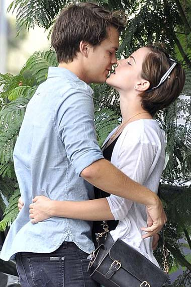 Emma Watson kissing Hollywood star Johnny Simmons