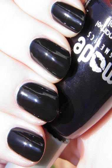 The fantasy Of Dark Nail Colors