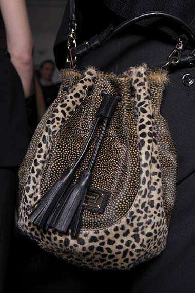 Striking-Handbags-fall-2011/2012