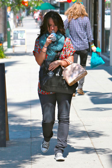 jennifer-love-hewitt-goes-shopping