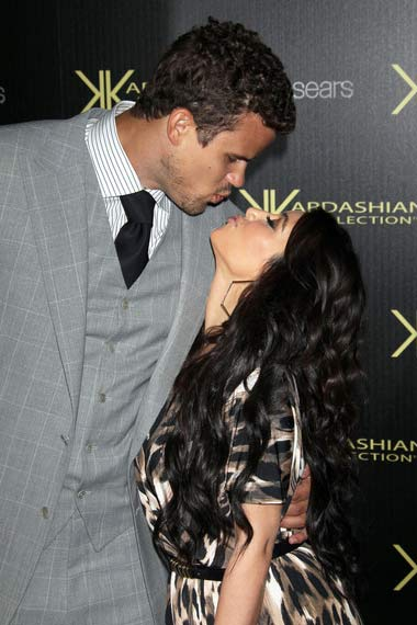 Kim Kardashian Kris kissing