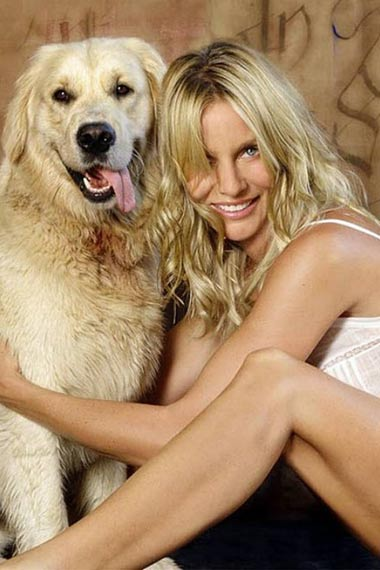 nicollette-sheridan-with-labrador-oliver