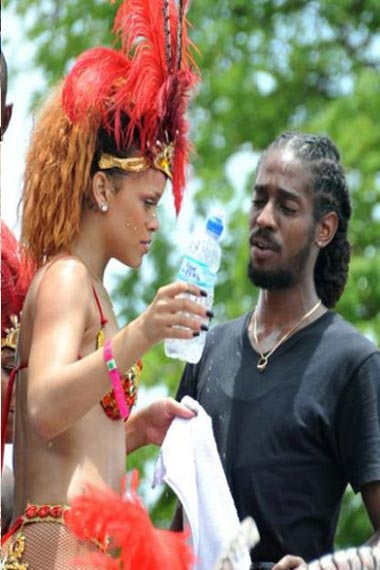 Rihanna and negus dancing