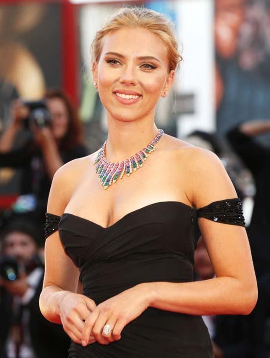 Scarlett Johansson Gets Engaged to French journalist Romain Dauriac