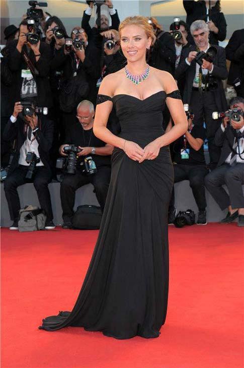 Scarlett Johansson Gets Engaged to French journalist Romain Dauriac