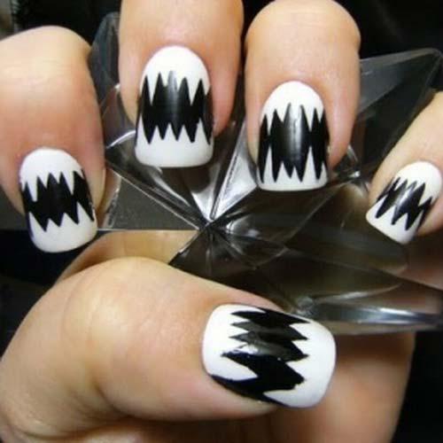 Zigzag Black Nail