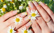 Look Professional by These Easy Floral Nail Arts
