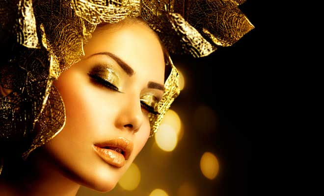 9 Ways To Incorporate Glitters In Your Holiday Look