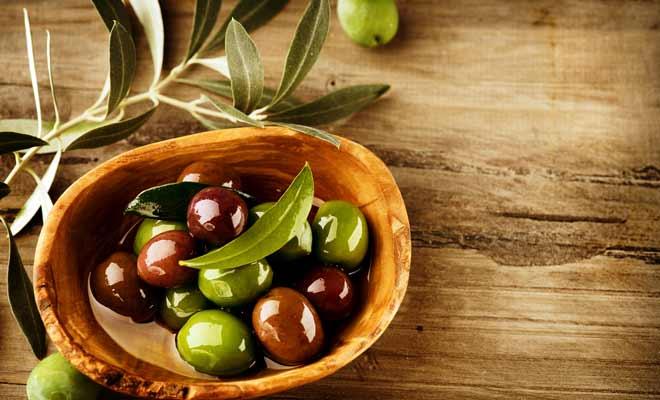 Olive Oil for Moisturizing lips