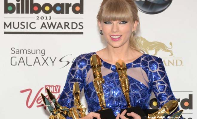 Taylor Swift Walks away with 8 Awards