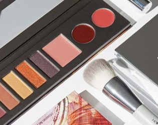 Jessica Alba's Honest Beauty Palette