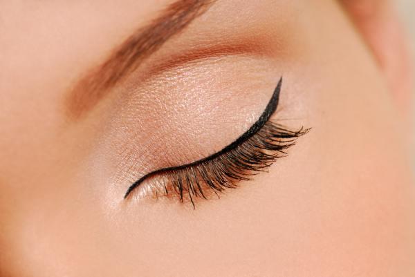 Eyeliner on eye lids