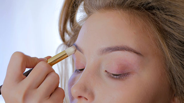 Makeup primer tips for protruding eyes