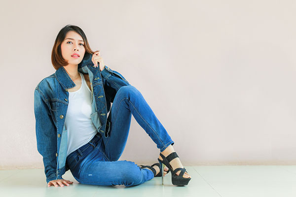 not-experimenting-with-denim-on-denim-while-styling-skinny-jeans