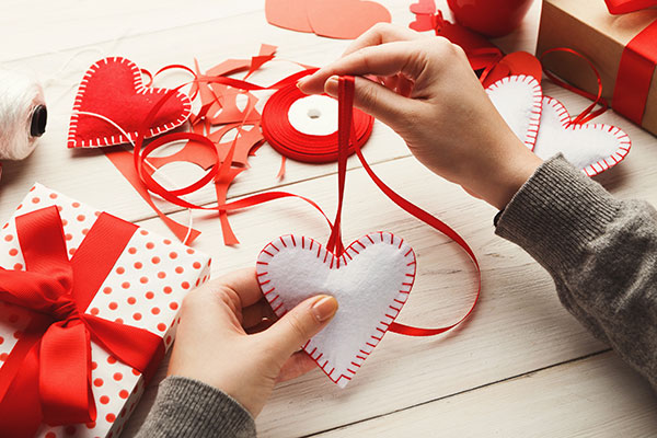 diy gift to surprise your beloved this valentine's day