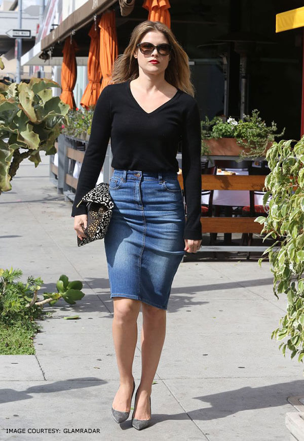 Perfectly polished Denim Pencil Skirts To Look out for
